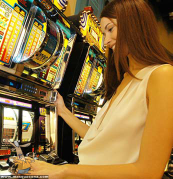 Mulher numa slot machine