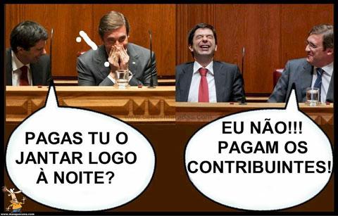 Vítor Gaspar e Pedro Passos Coelho a rir