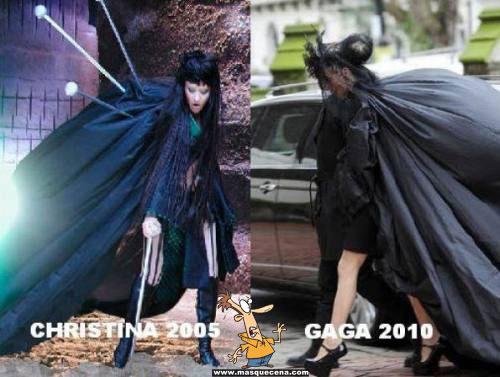 Lady Gaga em 2010 com um vestido muito semelhante ao da Christina Aguilera em 2005