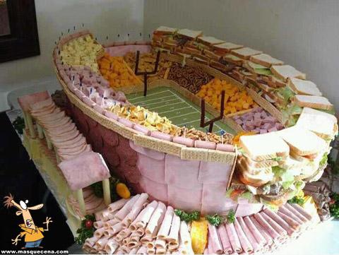 Estádio feito com fiambre, queijo e outras delícias