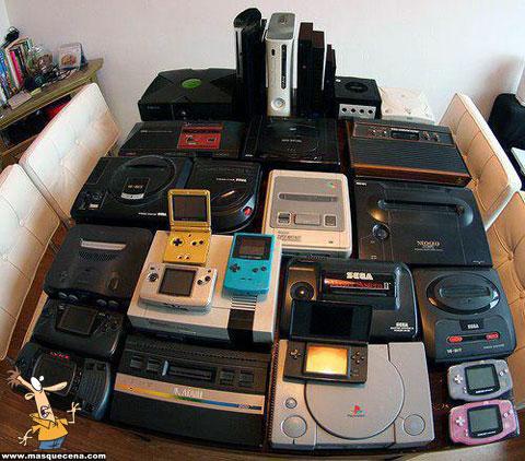Conjunto de consolas antigas
