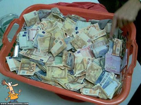 Cesto cheio de dinheiro