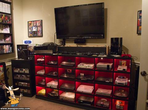 Quarto cheio de consolas de video jogos de vários tipos