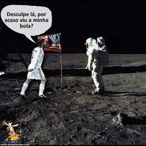 Sérgio Ramos pergunta na Lua se viram a bola dele por lá