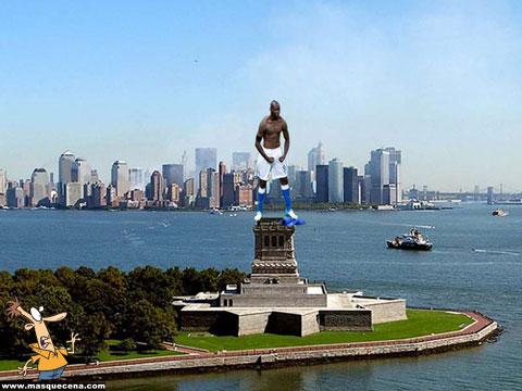 Balotelli como estátua da liberdade