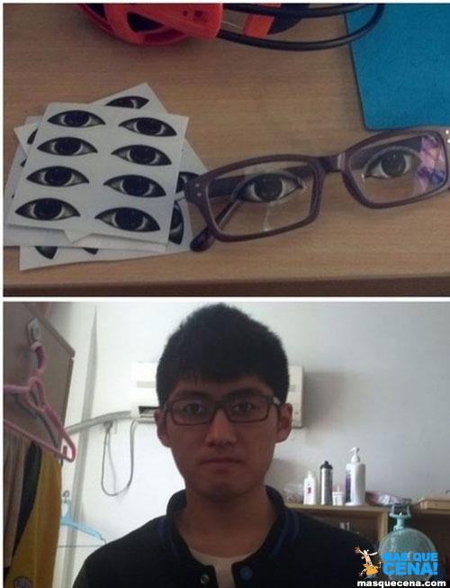 Óculos com o desenho dos olhos