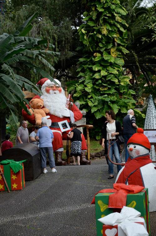 Pai Natal gigante no Jardim Municipal, Funchal